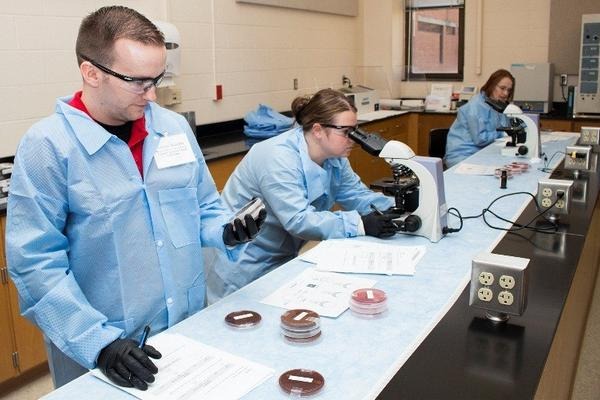 Laboratorians learn about biothreats